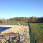 La piscine du domaine, ouverte jusqu'en septembre, partagée avec les résidents des chambres d'hotes
